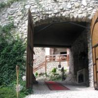 Zamek w Korzkwi oczekujący na weselnych gości