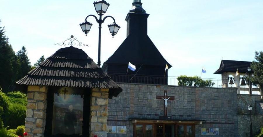 Drewniany kościół w Malni - zdjęcie