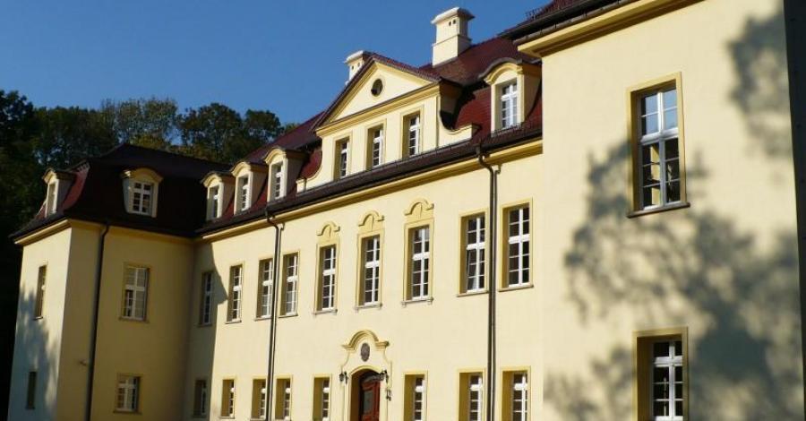 Pałac w Izbicku - zdjęcie
