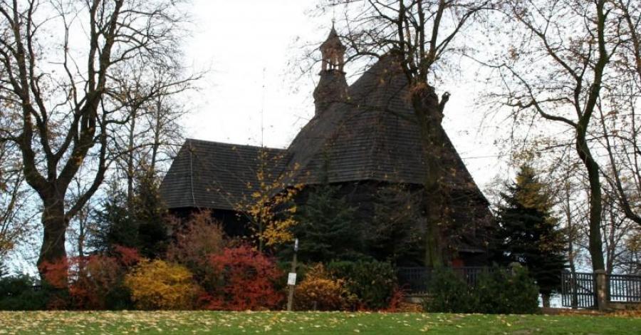 Drewniany kościół w Bryksach - zdjęcie