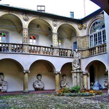 dziedziniec Muzeum Archidiecezjalnego, Magdalena