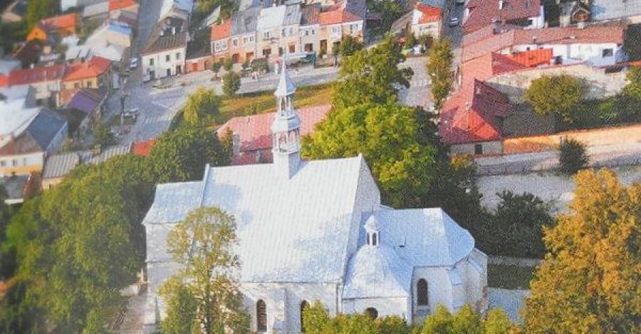 Chęciny - miasteczko z zamkiem w tle ... - zdjęcie