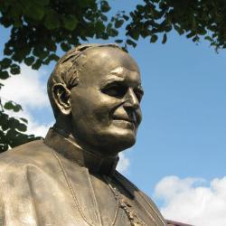 Papież pod Sanktuarium w Skarżycach