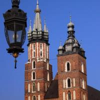 Kościół Mariacki z wieżą Mariacką po lewej