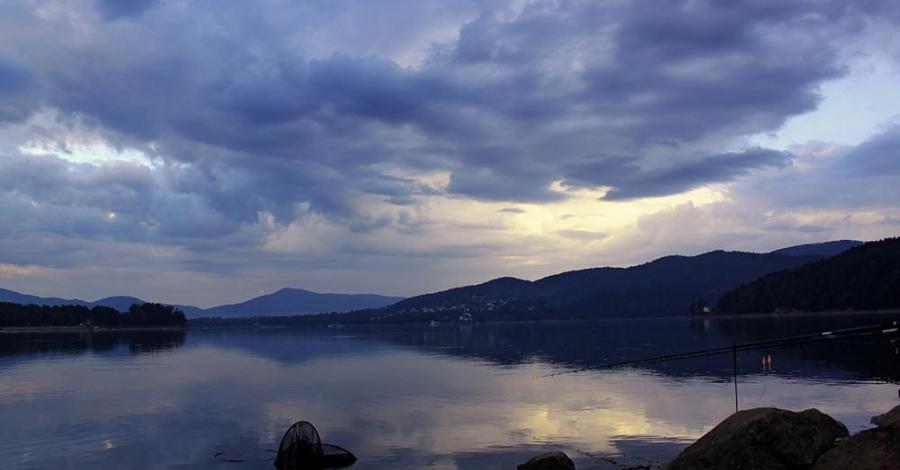 Jezioro Żywieckie o świcie - zdjęcie