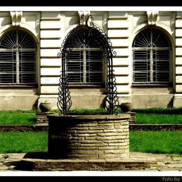Żywiec-studnia przed pałacem Habsburgów, Vincci