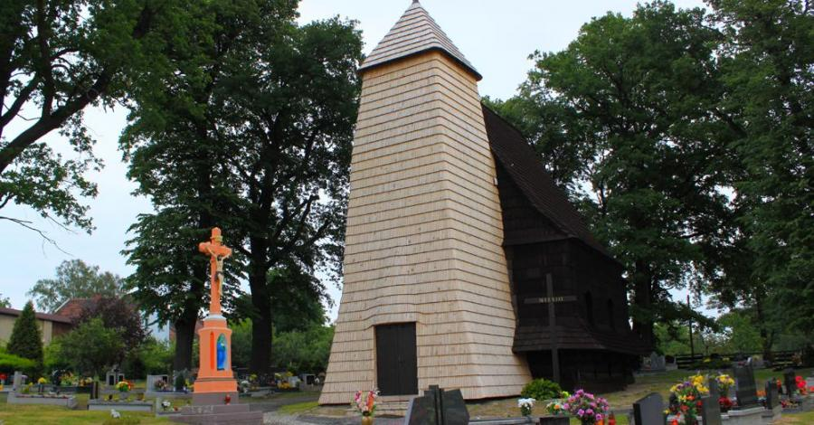 Drewniany kościół w Zacharzowicach - zdjęcie