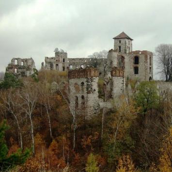 ruiny zamku Tęczyńskich w Rudnie
