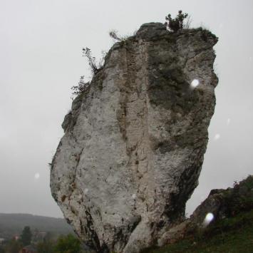 Jura w strugach deszczu czyli niedzielny spacer Mirów- Bobolice