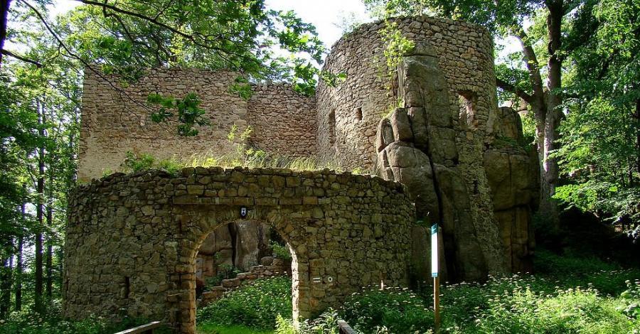 Zamek Bolczów - wakacyjne wyprawy - zdjęcie