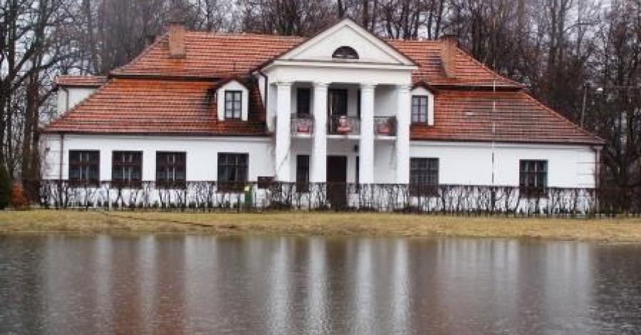 Dworek w Korzeniowie - zdjęcie
