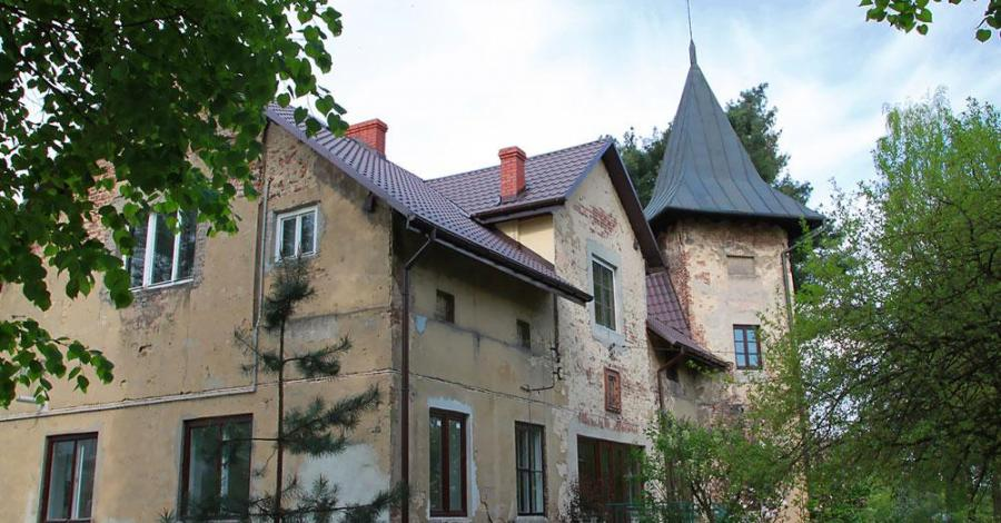 Dom z wieżyczką w Rudawie - zdjęcie