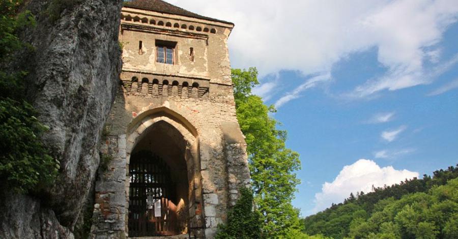 Zamek w Ojcowie, Anna Piernikarczyk