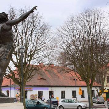 Pomnik gladiatora w Krzeszowicach