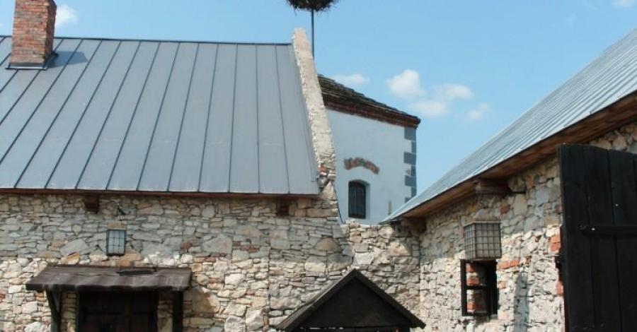 Zamek w Sobkowie, mokunka