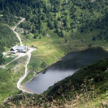 schronisko i jeziorko Kotała Małego Stawu
