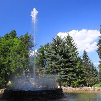 Kolorowa fontanna w Dusznikach Zdroju