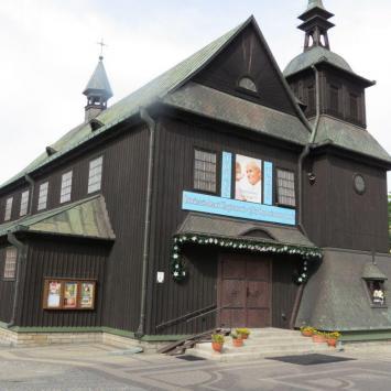Drewniany kościół w Ostrowcu Świętokrzyskim - zdjęcie