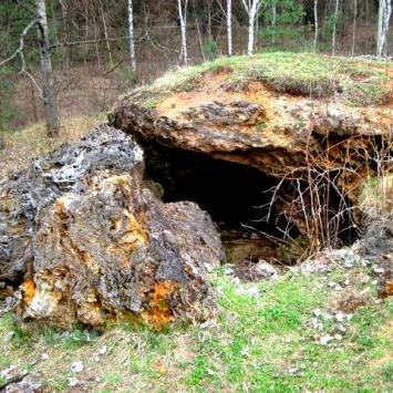 Skałka trawertynowa w Laskach
