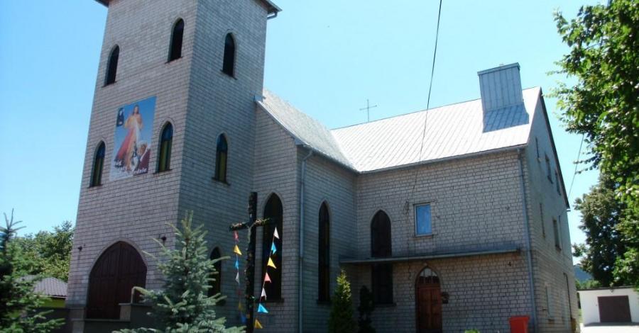 Kościół w Rokitnie Szlacheckim - zdjęcie