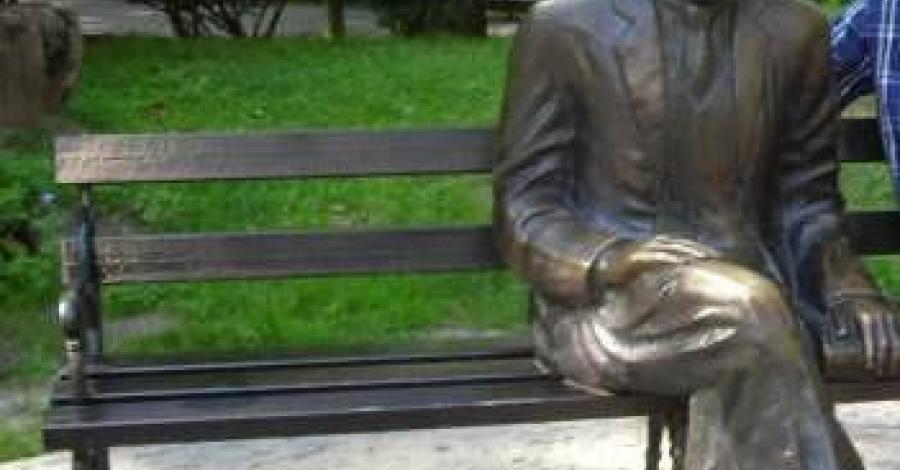 Ławeczka Bolesława Prusa w Nałęczowie - zdjęcie