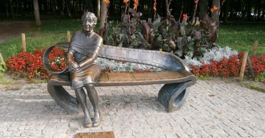 Ławeczka Ireny Kwiatkowskiej w Ustce - zdjęcie