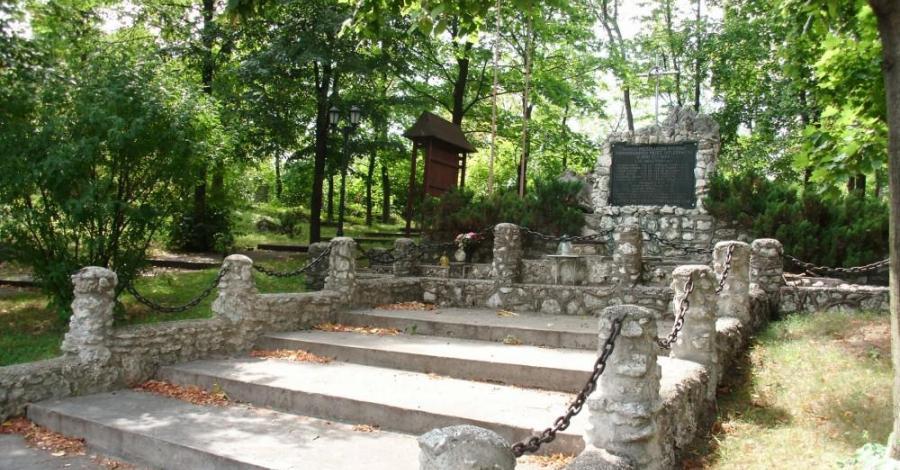 Pomnik w Ryczowie - zdjęcie
