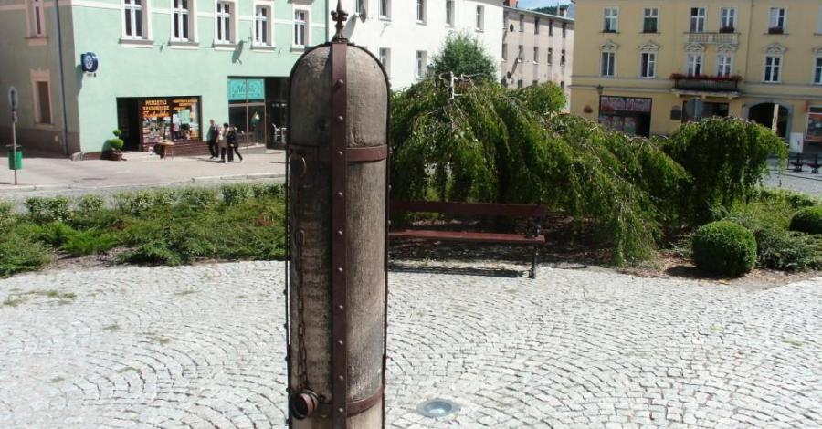 Pręgierz w Dusznikach Zdroju - zdjęcie