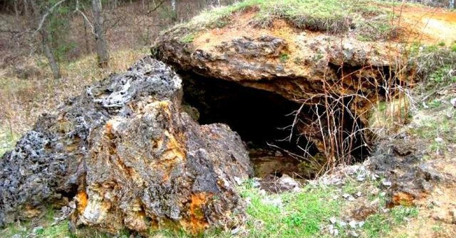 Skałka trawertynowa w Laskach - zdjęcie