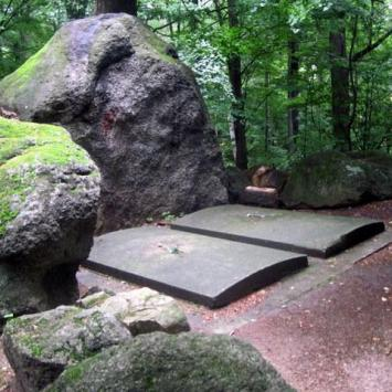Grobowce rodziny von Reuss w Kowarach