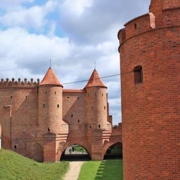 Mury miejskie i Barbakan w Warszawie - zdjęcie