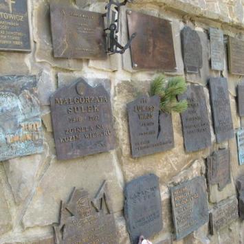 Symboliczny cmentarz ofiar gór Wiktorówki