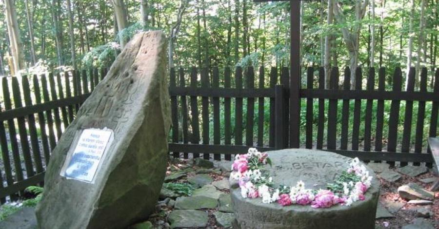 Kamień na Równicy - Leśny kościół - zdjęcie