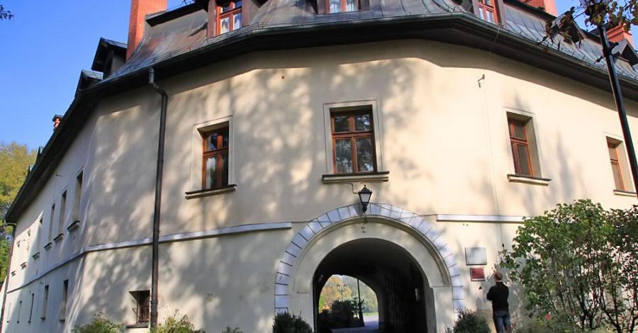 Zamek w Kończycach Małych - zdjęcie