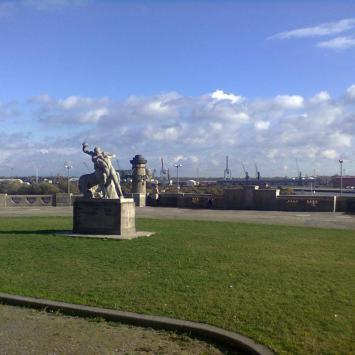 pomnik Herkules walczący z centaurem na Wałach Chrobrego