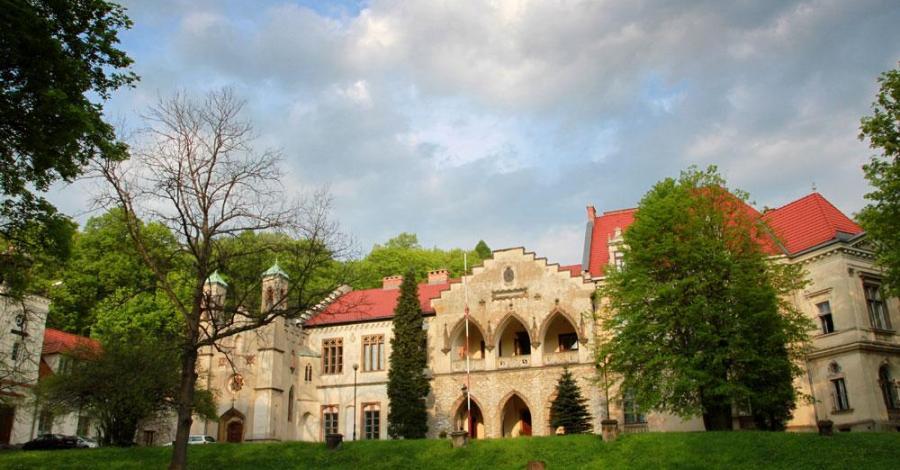 Pałac w Młoszowej, Anna Piernikarczyk