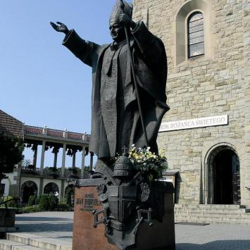 Pomnik Papieża w Limanowej