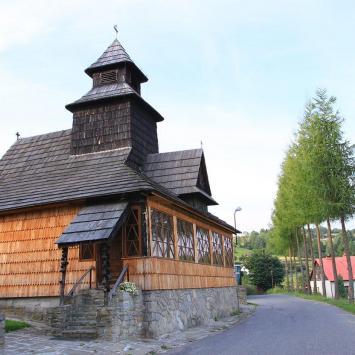 Drewniany kościół w Lalikach
