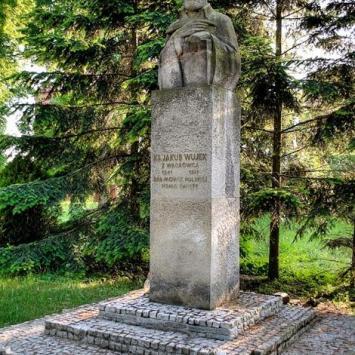 Pomnik ks. Jakuba Wujka w Wągrowcu