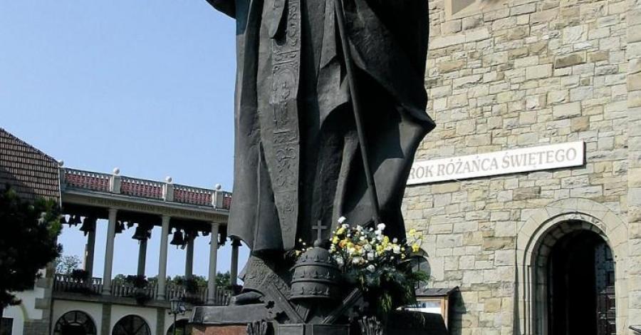 Pomnik Papieża w Limanowej - zdjęcie