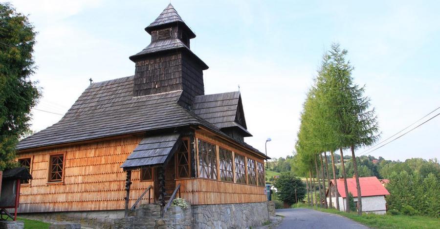 Drewniany kościół w Lalikach - zdjęcie