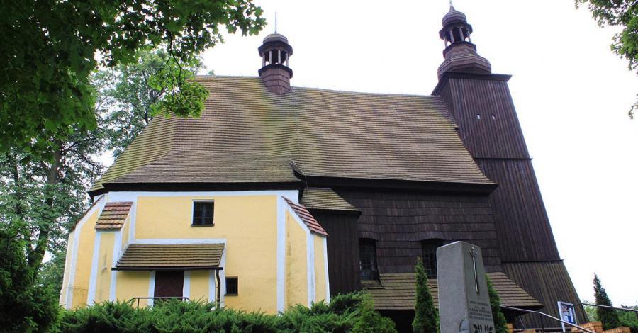 Drewniany kościół w Sierotach - zdjęcie
