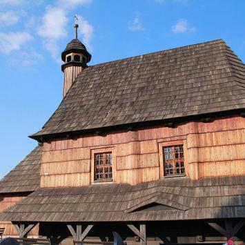 Drewniany kościół w Woźnikach