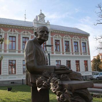 Biblioteka w Ustroniu, Anna Piernikarczyk