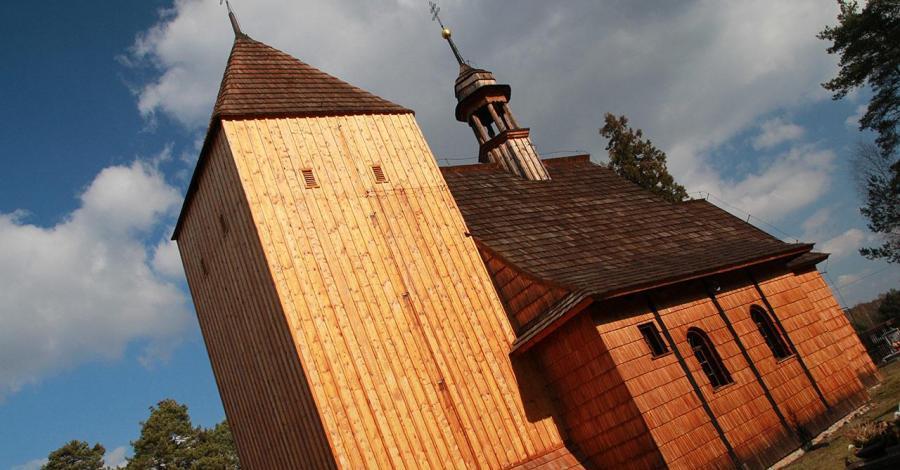 Drewniany kościół w Bruśku - zdjęcie