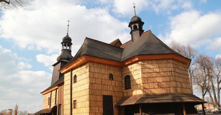 Drewniany kościół w Koszęcinie - zdjęcie