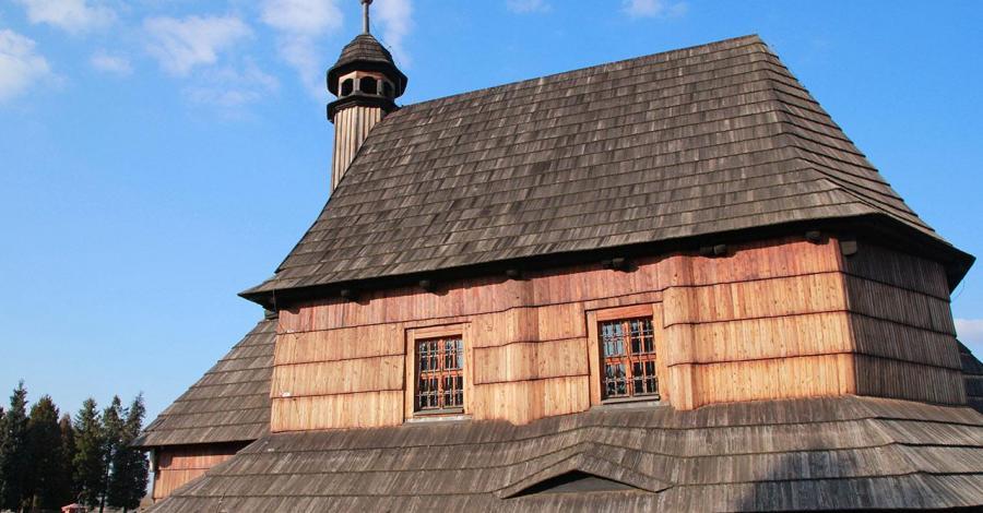 Drewniany kościół w Woźnikach - zdjęcie