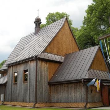 Drewniany kościół w Dąbrówce
