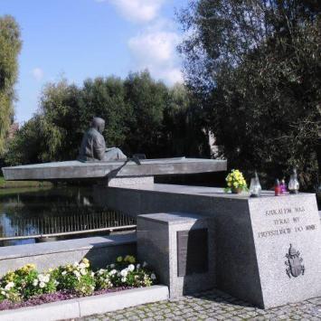 Pomnik Karola Wojtyły w Zbąszyniu