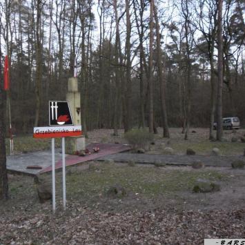 Pomnik pomordowanych w Grzebienisku